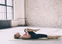 Dynamiser son corps grâce au yoga salutation au soleil
