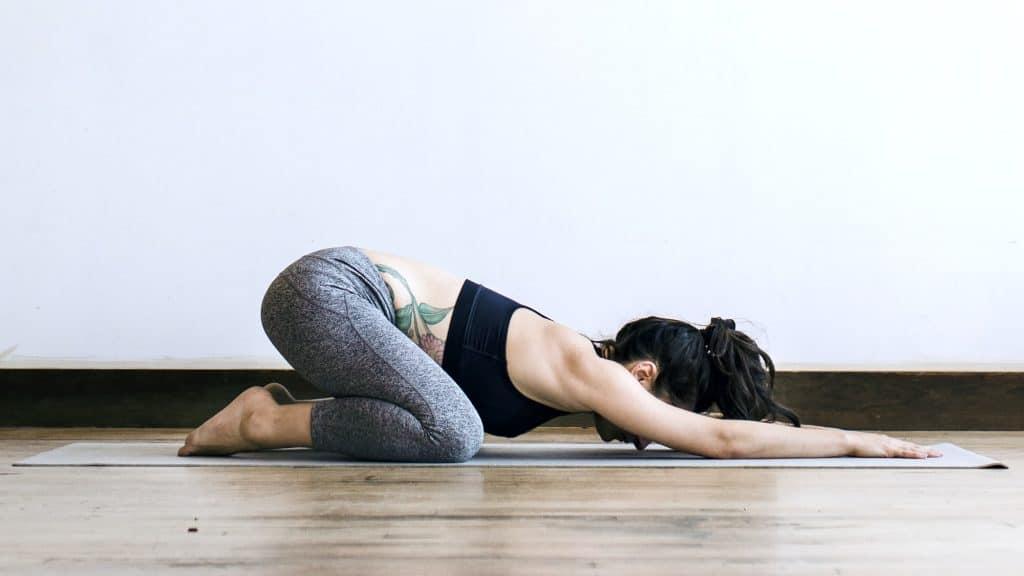 posture de l'enfant, yoga